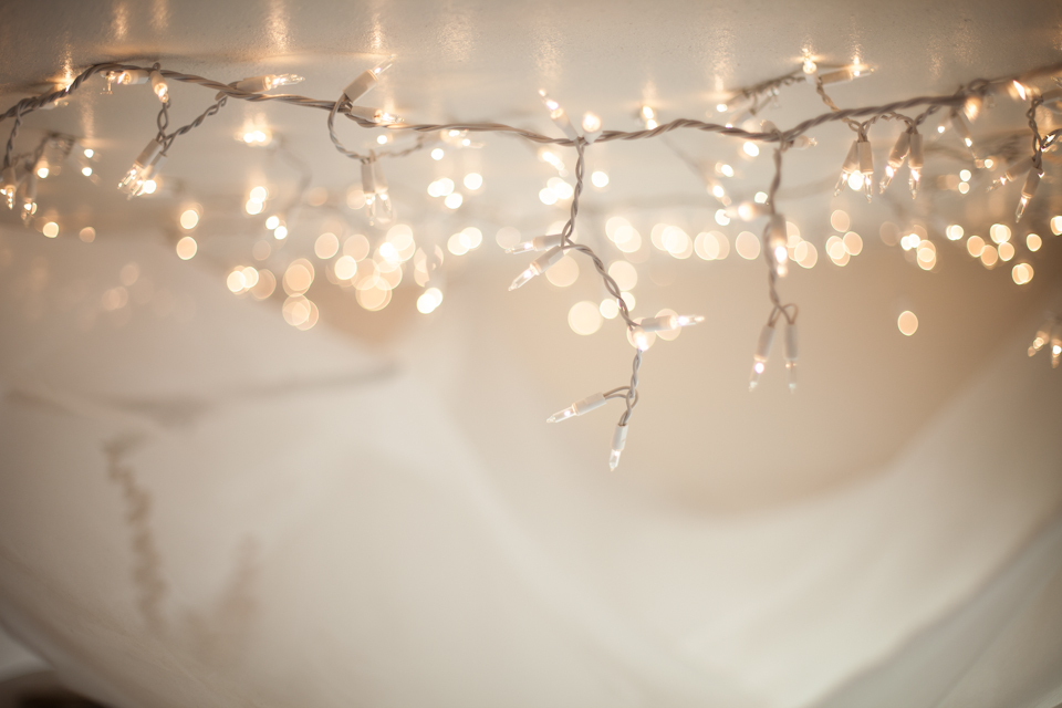 diy string light bed canopy