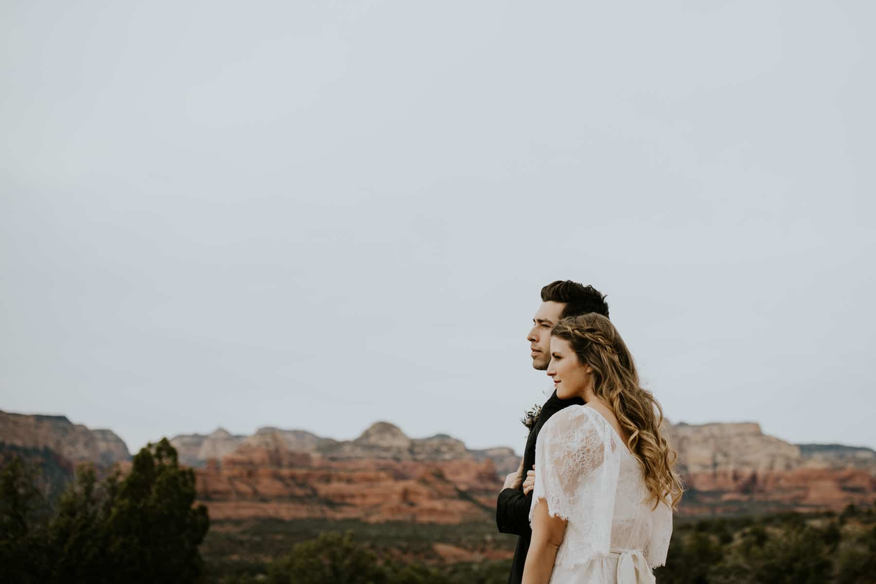 bride and groom in sedona