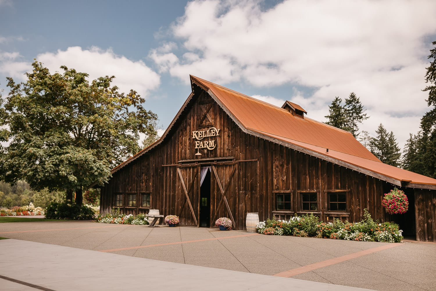 the kelley farm barn wedding venue in bonney lake